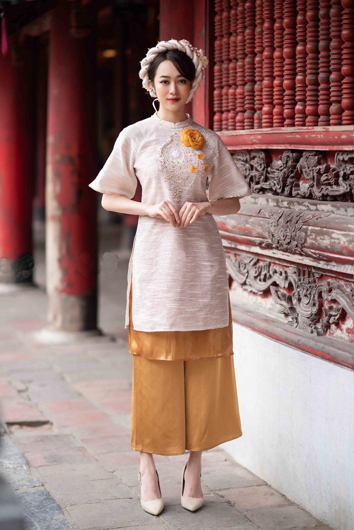 Vẻ đẹp cuốn hút dành cho người mặc đến từ một mẫu áo dài cách tân tay ngắn