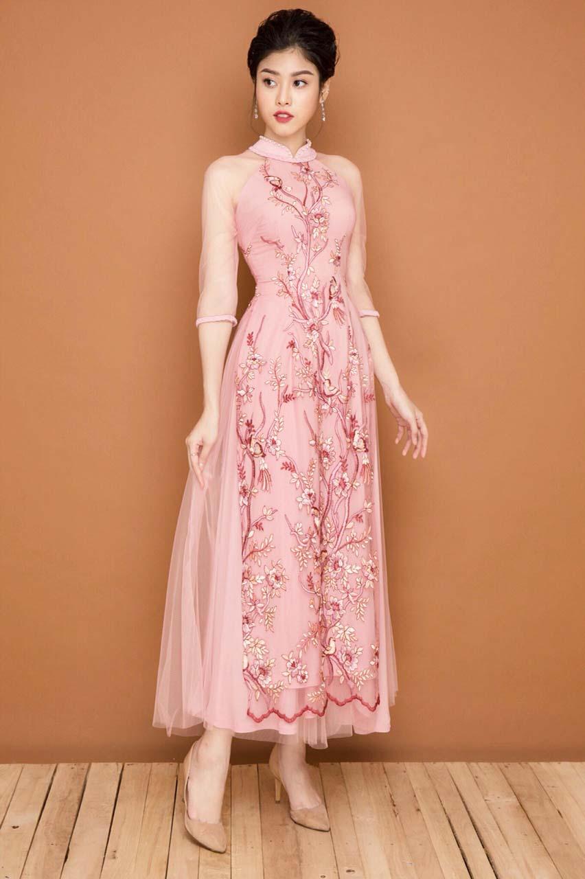 Áo dài ren hoa là một mẫu áo dài kiểu mới rất nổi bật