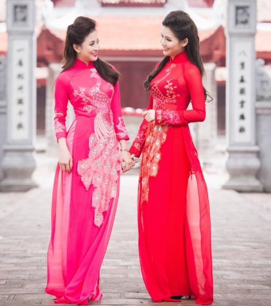 Áo dài cô dâu gấm đính các họa tiết