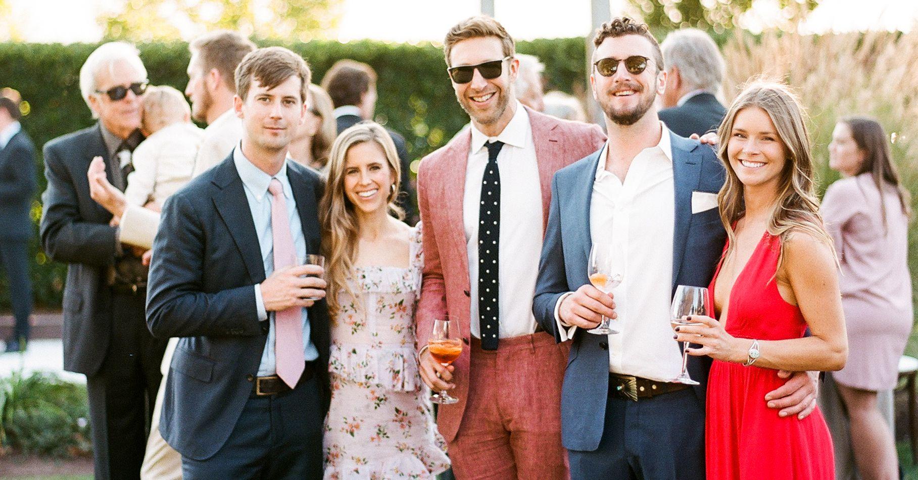 Cocktail là phong cách trang phục thường được ưa chuộng trong các bữa tiệc cưới