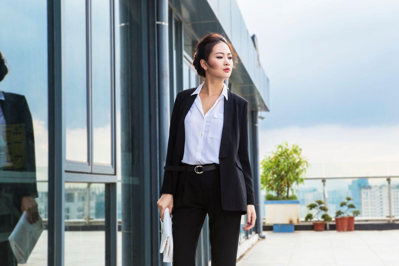 Bộ suil, quần âu với áo sơ mi là loại dress code được dùng khi gặp đối tác